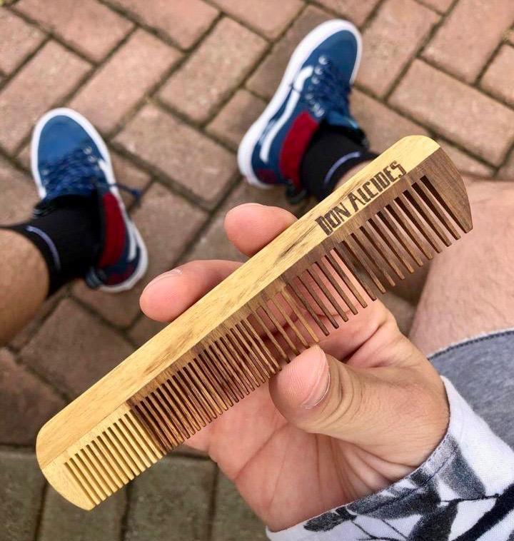 pente de madeira para barba