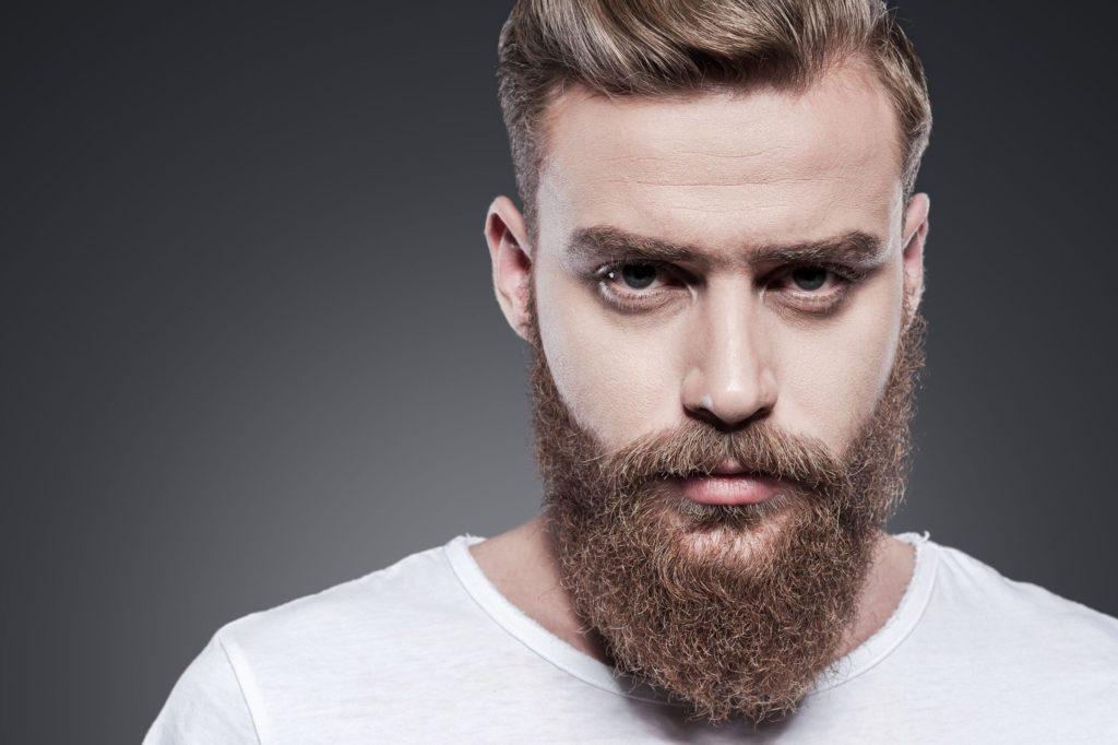 Barba espartana enrolada