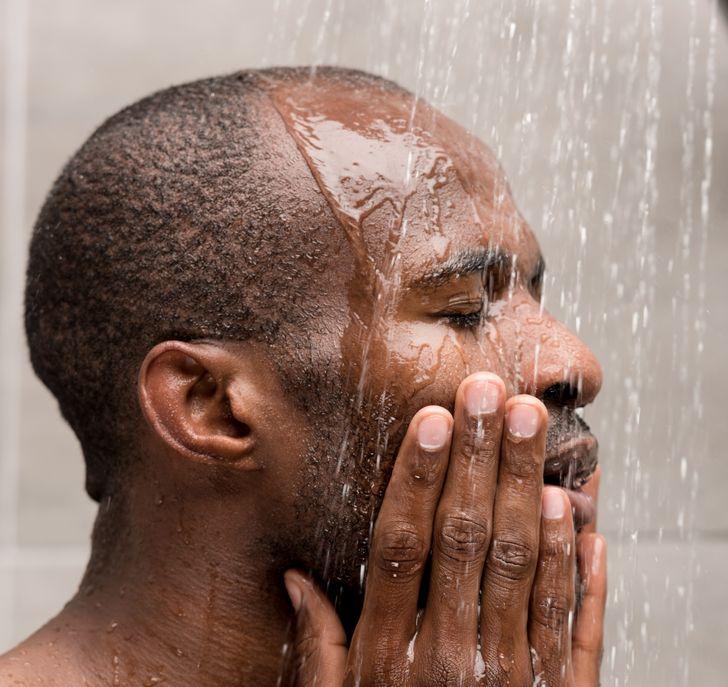 fazer a barba no banho