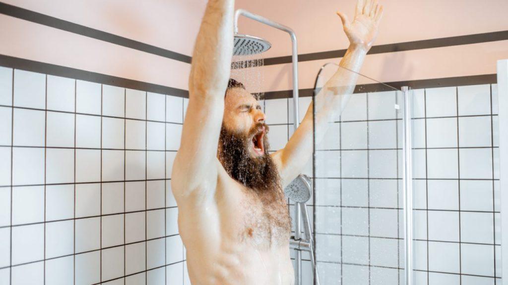 benefícios do banho para crescimento capilar masculino