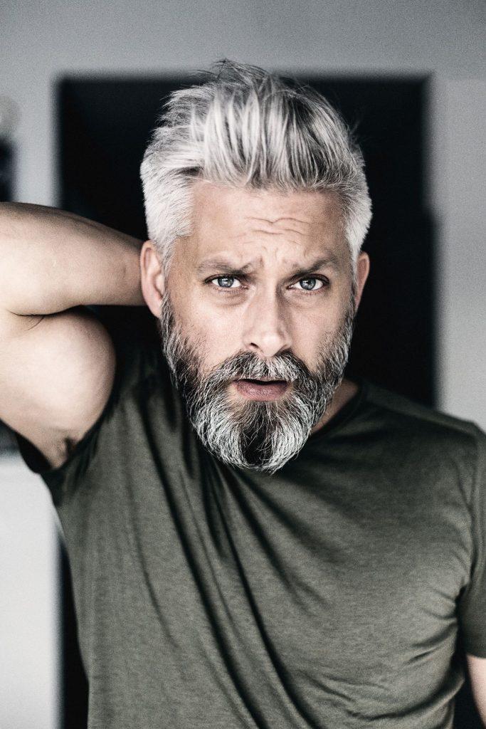 barba grisalha charmosa