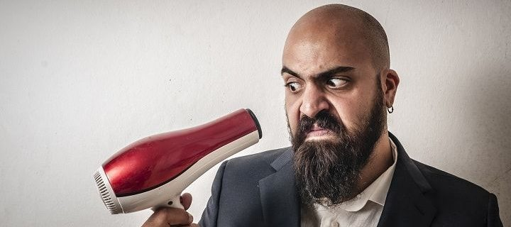secador de cabelo na barba